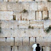 François prié de rendre hommage aux victimes israéliennes