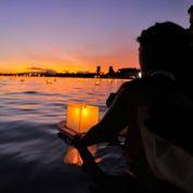 Des lanternes flottantes illuminent la «Fête du souvenir» à Honolulu