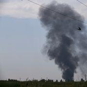 Dans l'Est de l'Ukraine, un jour d'affrontements et de fuites