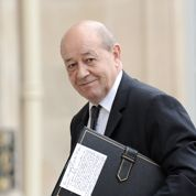 Hollande promet de ne pas toucher au budget militaire