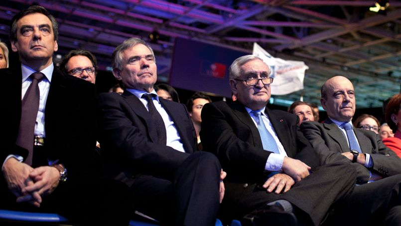 François Fillon, Bernard Accoyer, Jean-Pierre Raffarin et Alain Juppé lors d'un Conseil national de l'UMP