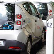 Montebourg veut multiplier les bornes pour voitures électriques