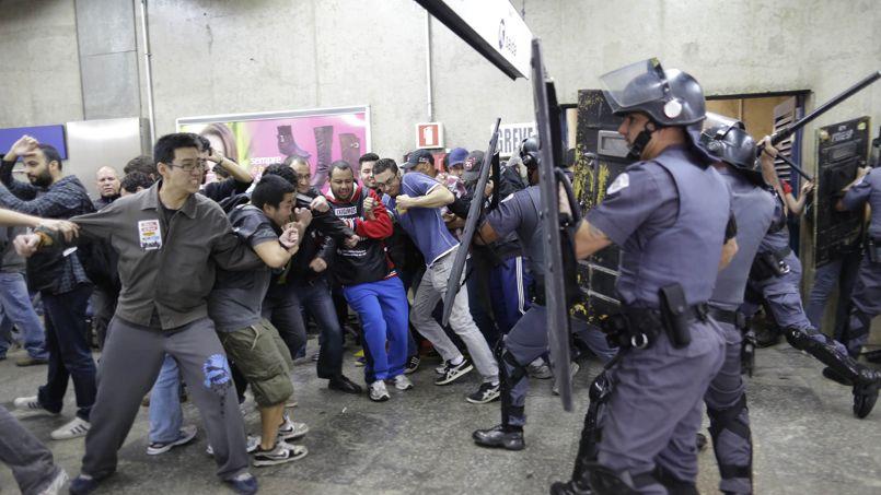 Sao Paulo:les grévistes défient le Mondial