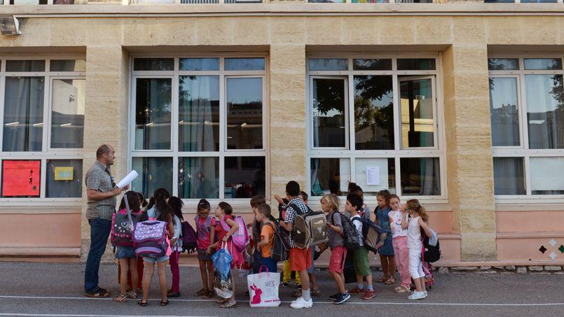 Le sénateur maire UMP de Marseille avait proposé, pour les élèves des 445 écoles maternelles et primaires de la cité phocéenne, de conserver quatre jours de classe avec du soutien scolaire en guise d'activité périscolaire.