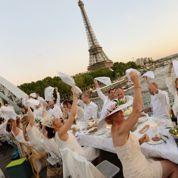 Ils ont dîné en blanc sur les ponts de Paris