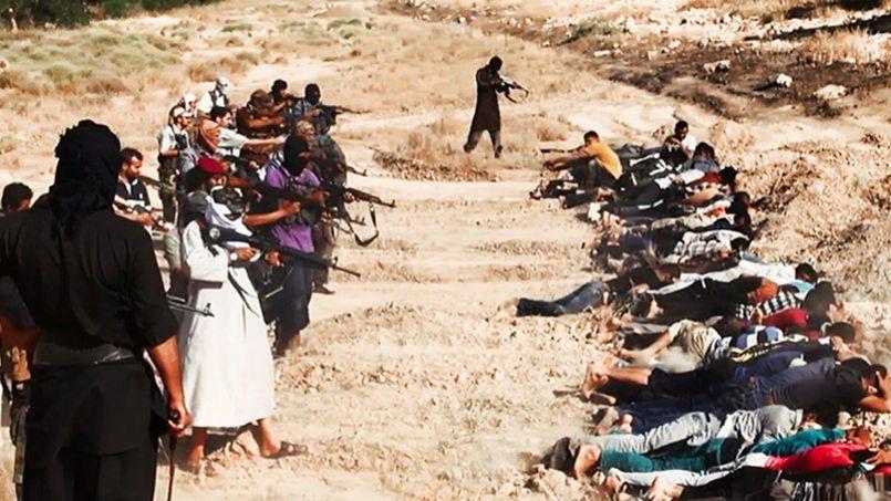 Photographie (authentifiée) postée sur un site djihadiste samedi montrant l'exécution, près de Tikrit, de soldats irakiens.