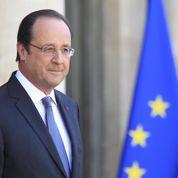 Inquiet, Hollande rencontre discrètement les élus PS