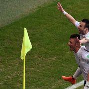 La célébration Giroud-Valbuena moquée sur Twitter
