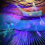 Le plus grand trampoline souterrain dans une caverne au Pays de Galles