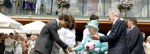 Pourquoi les joueurs doivent faire la révérence à la reine