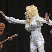 Glastonbury : Dolly Parton accusée de chanter en play-back