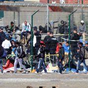 Calais : la police évacue le principal camp de migrants et plusieurs squats