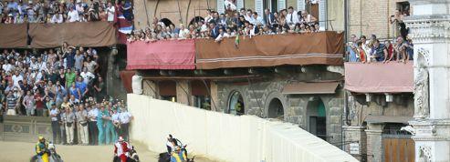 La course hippique du Palio célèbre son vainqueur à Sienne