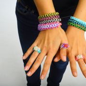 Les bracelets «loom», le phénomène de l'été