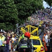 Les coureurs du Tour de France agacés par… les selfies du public