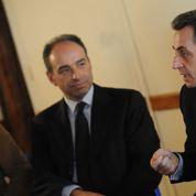 La popularité de Sarkozy résiste aux affaires, celle de Copé s'améliore