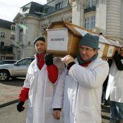 Hôpital: quand les élus «montent à Paris» pour bloquer les fermetures