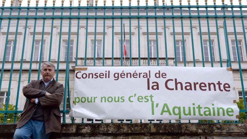 Michel Boutant, président (PS) du conseil général de la Charente et sénateur de la Charente à son sit-in pour protester contre la fusion du Poitou-Charentes avec le Centre, ce 15 juillet.