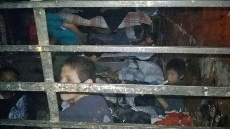 Des enfants parqués dans une des pièces du foyer.