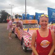 Une hôtesse Cochonou: «Faire le Tour de France en 2 CV, c'est excitant»