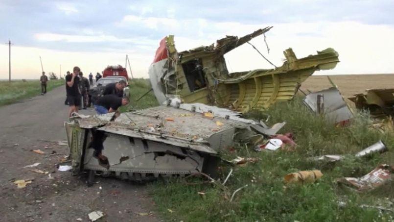 Crash du vol MH17 : les experts esquissent déjà le scénario d'une attaque militaire