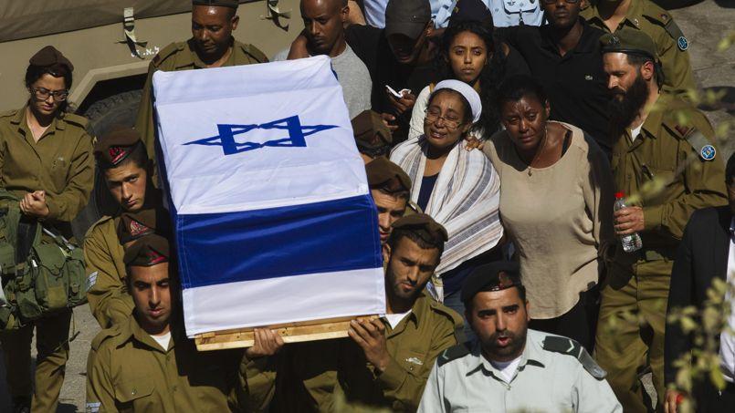 Lors des obsèques d'un soldat israélien, Moshe Malko, tué dimanche matin lors de combats dans la bande de Gaza. Près de 20 d'entre eux ont été tués depuis le début de l'opération.