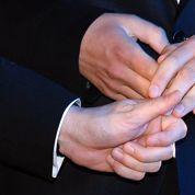 Un maire opposé au mariage pour tous célèbre le mariage de son fils... homosexuel