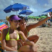Selfies à la plage : le narcissime de masse