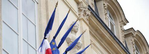Crash d'Air Algérie : les drapeaux en berne, l'hommage de la Nation