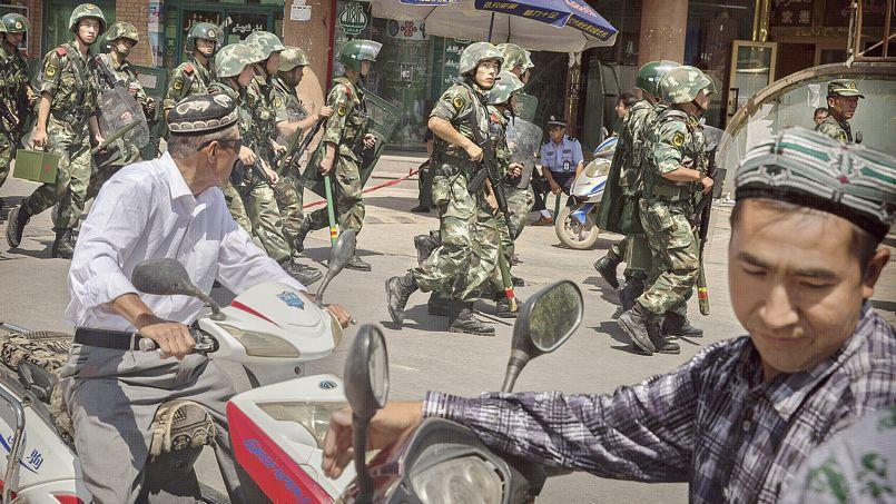 Déploiement de l'armée chinoise à Kashgar, le 31 juillet.