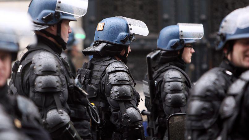 Les gendarmes mobiles à Paris, en février 2013.