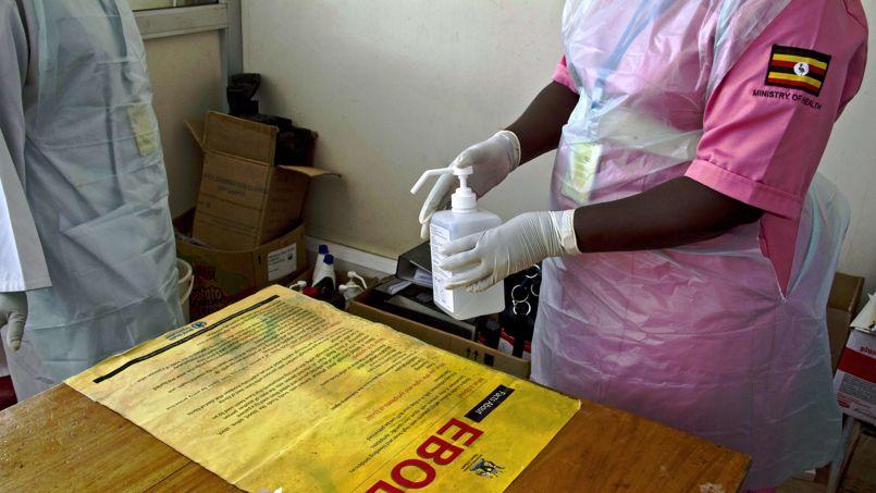 L'épidémie d'Ebola en Afrique de l'Ouest a fait près de 1.000 morts sur plus de 1.700 cas présumés.
