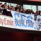 Les fans d'Arsenal insultent Nasri avec une banderole