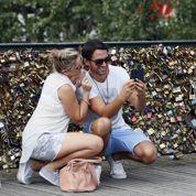 Pont de Paris: la mairie espère que les selfies vont chasser les cadenas