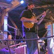 Steven Seagal chante pour les pro-Russes en Crimée
