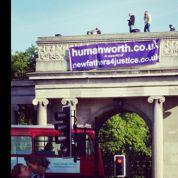 Le coup d'éclat des «pères en colère» à Hyde Park