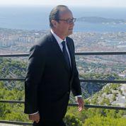 Hollande exalte le sacrifice des combattants d'hier et l'unité nationale