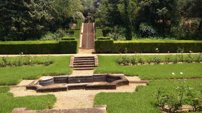 Un système d'irrigation inspiré de l'art mudejar parsème les parterres du parc tout comme ses escaliers. Il permet de récupérer les eaux de pluies et de mieux distribuer celle du réseau.