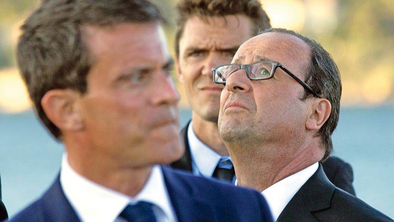François Hollande et Manuel Valls lors de la célébration du 70e anniversaire dudébarquement allié enProvence, le 15 août, à Toulon.
