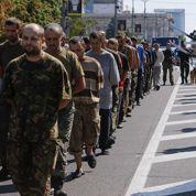 La rébellion de Donetsk exhibe ses prisonniers de guerre