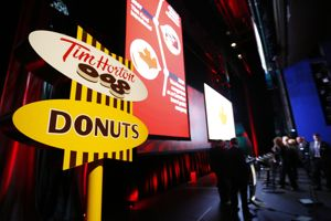 Tim Hortons has 4,500 outlets. Cr & # XE9, said P. Jones / Reuters