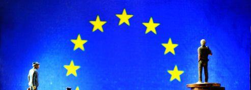 Nicolas Dupont-Aignan : «François Hollande est piégé par l'Euro»