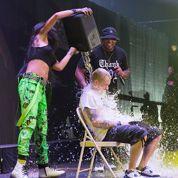Rihanna et Eminem relèvent l'Ice Bucket Challenge