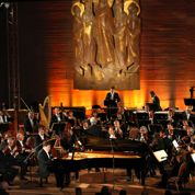 Les musiciens russes enflamment le lac bleu