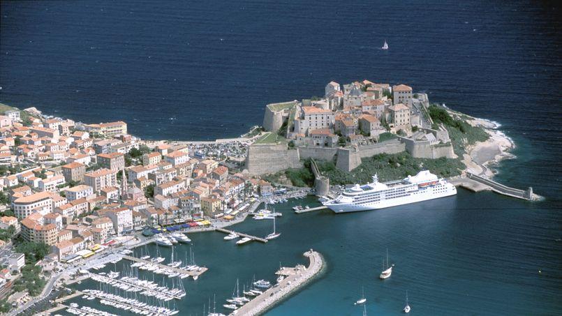 Vue a�rienne de Calvi, en Corse.