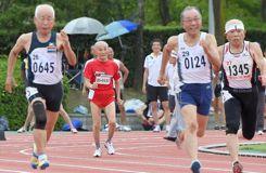 A 103 ans et avec un record sur 100 m en 29''83, il défie Usain Bolt