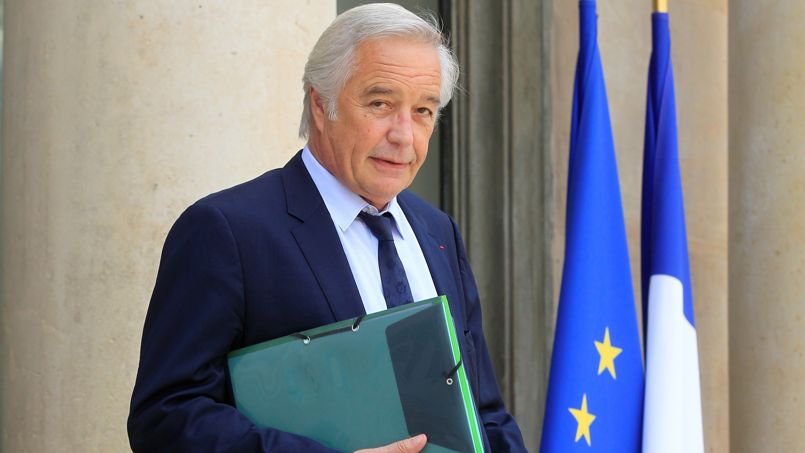 Avec sa déclaration sur le renforcement du contrôle des chômeurs, François Rebsamen s'est mis à dos son camp.