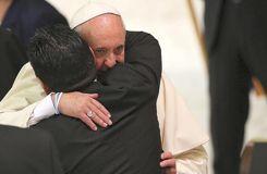 Maradona, star du match pour la paix avec le pape François