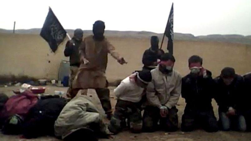 Capture d'écran d'une vidéo d'exécution orchestrée par des djihadistes du Front al-Nosra en Syrie, le 16 mai 2013.