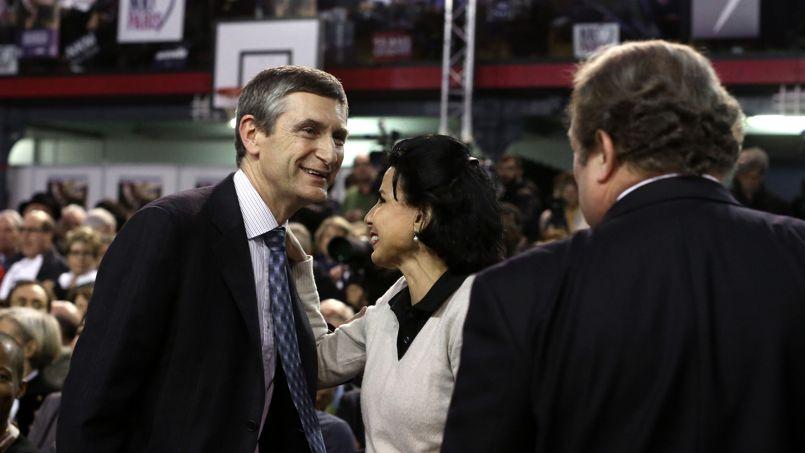 Frédéric Péchenard (à gauche) avec Rachida Dati et Pierre Charon (à droite) pendant le meeting de Nathalie Kosciusko-Morizet pour la mairie de Paris, le 10 février 2014.